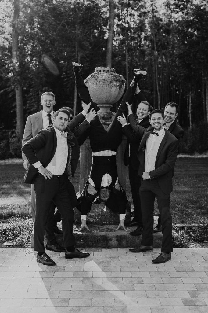 Spaßbild Gruppenfoto Männer Hochzeit