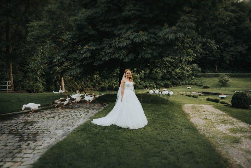 Hochzeit_Kuenkele_Muehle_Braut_Gaense
