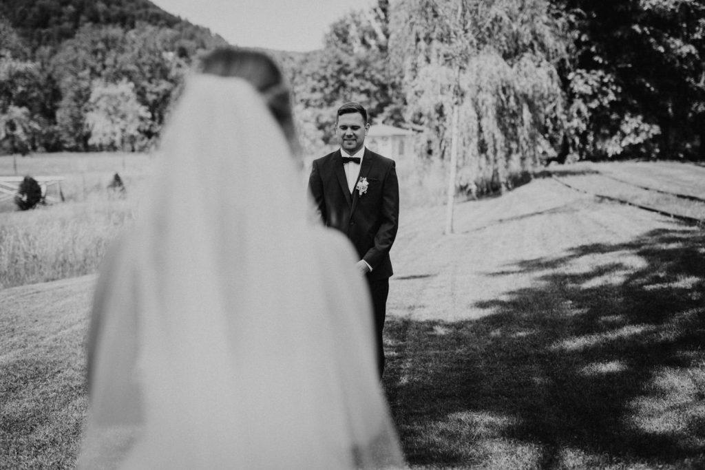 Hochzeit_Kuenkele_Muehle_Brautpaar_First_Look