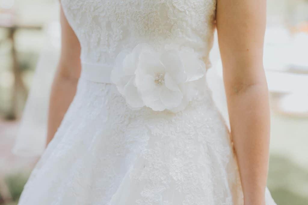 Hochzeit_Kuenkele_Muehle_Brautkleid