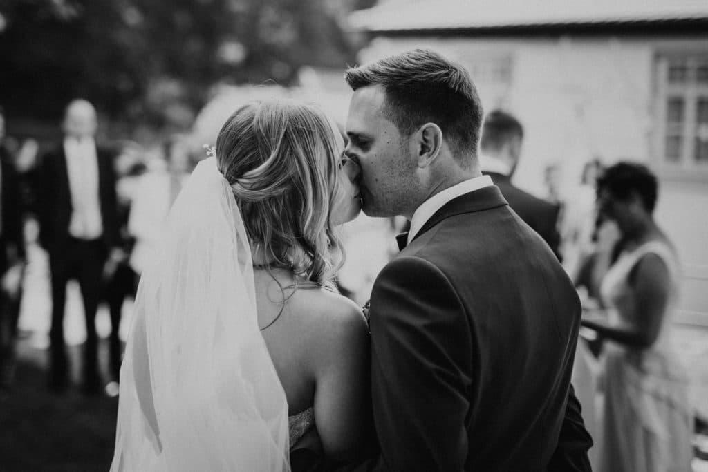 Hochzeit_Kuenkele_Muehle_Kuss