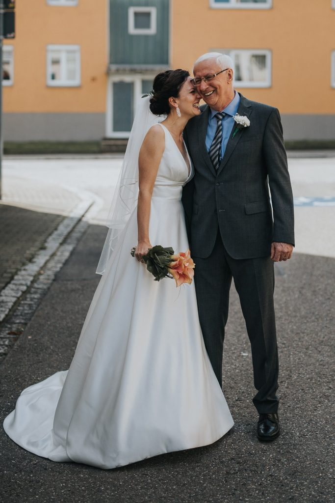 Hochzeitsfotograf Bodensee Konstanz Papa gibt Braut Kuss
