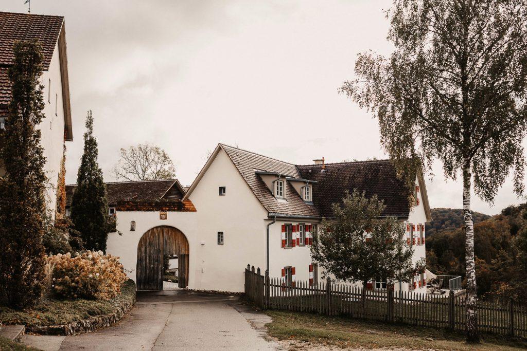 Hofgut Maisenburg Hochzeit Eingangstor