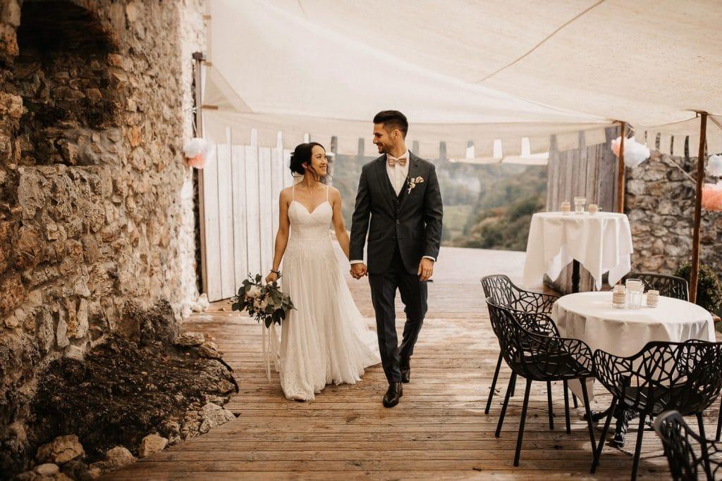 Hochzeit Maisenburg Brautpaar läuft