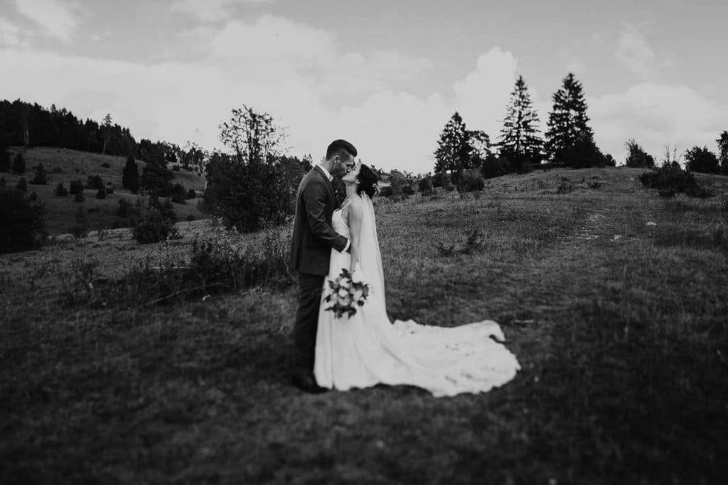 Hochzeitspaar Hochzeit Maisenburg küssen