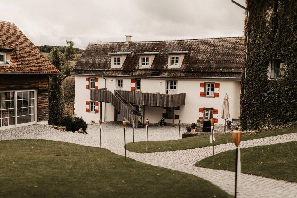 Hochzeit Maisenburg Innenhof