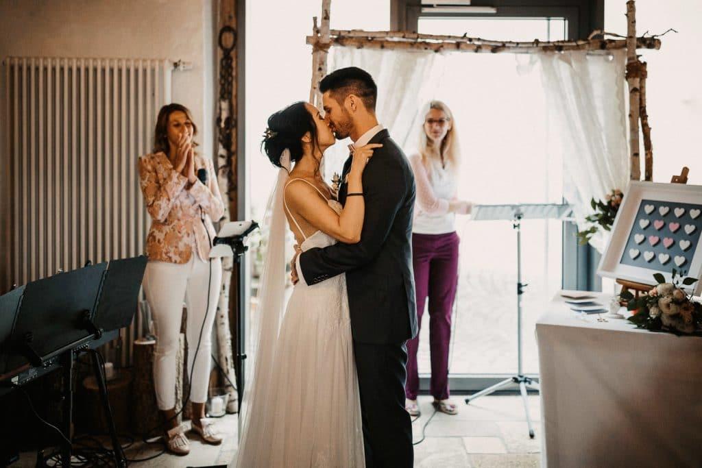 Hochzeit Maisenburg Freie Trauung Kuss