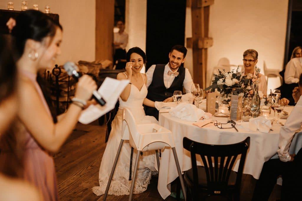 Hochzeit Maisenburg Braut lacht