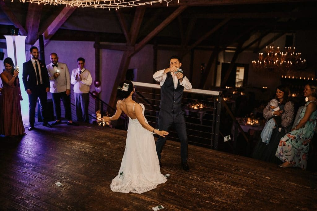 Hochzeit Maisenburg Tanzfläche Geld werfen