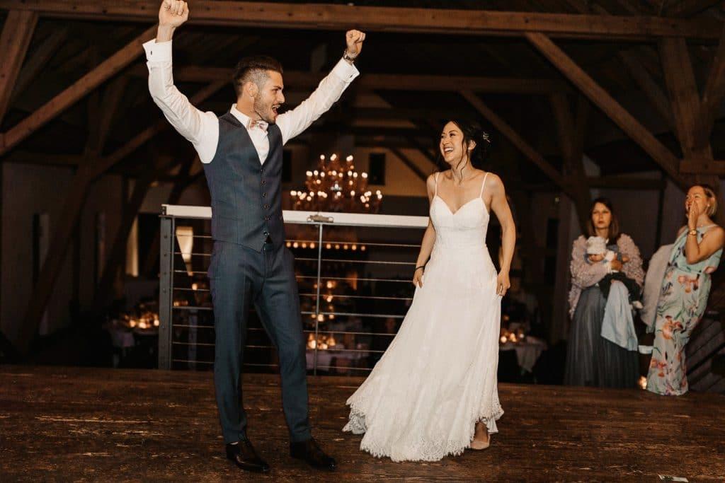 Hochzeit Maisenburg Tanzfläche jubeln